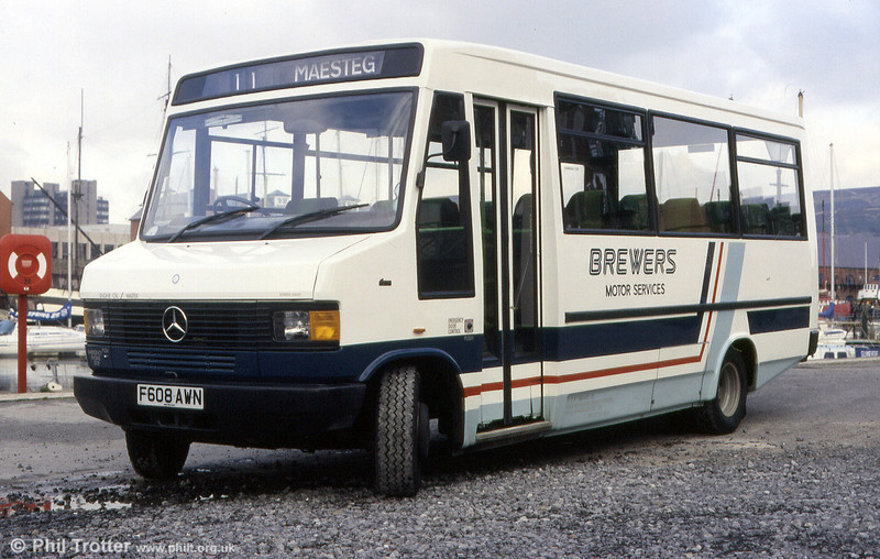 One of eight 709Ds originally purchased for Brewers, 608 (F608 AWN) was a Mercedes 709D/Reeve Burgess B25F seen in its original Brewers livery in December 1988.