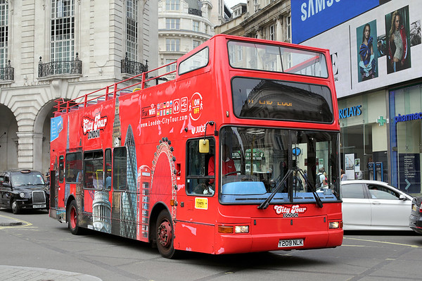 Y209NLK, Piccadilly Circus 18/8/2016