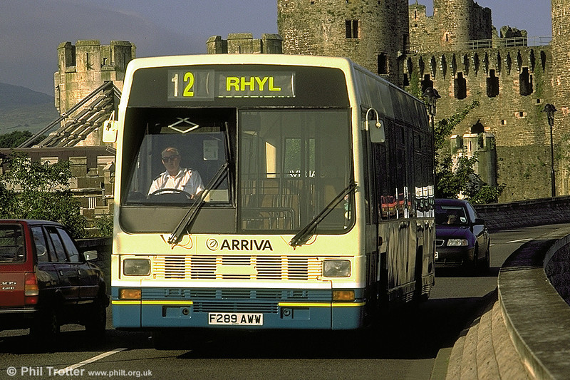 Arriva (F289 AWW), a Leyland Lynx B49F, originally West Riding 289. It later passed to Hulleys of Baslow (12).