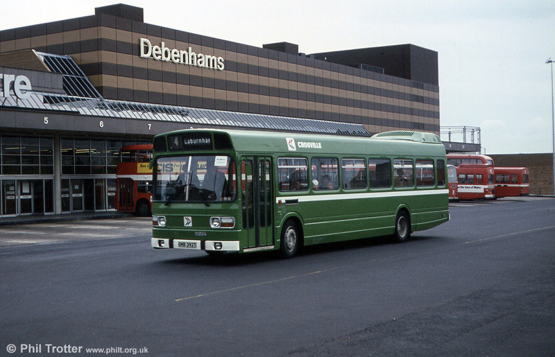 Leyland National/B49F SNL392 (GMB 392T) sets out from Swansea Quadrant.