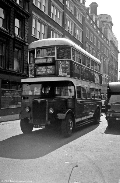 Another view of ST922 (GJ 2098), a Tilling-bodied (H27/25RO) AEC Regent.