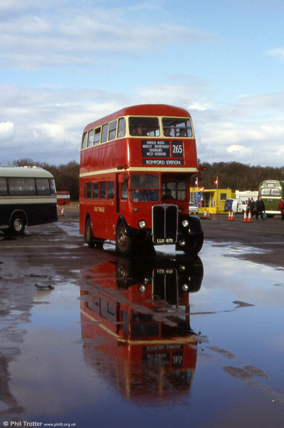 Reflections of RT3871 (LLU 670) at Cobham Rally in 1999.