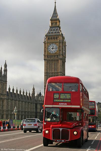 RM85 (VLT 85) on Westminster Bridge on 5th November 2005.