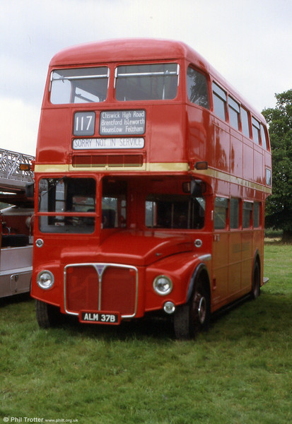 RM2037 (ALM 37B) at the Mid hants Rally in 2002. The bus previously spent some time operating in Southampton.