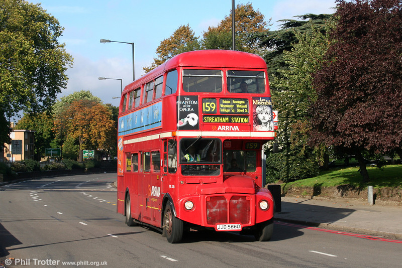 RML2586 (JJD586D) at Streatham Hill on 29th October 2005.