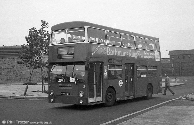 DMS2140 (OJD 140R) while on hire to South Wales Transport in September 1982.