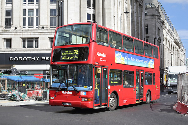 VP524 LK04CSZ, Tottenham Court Road 12/9/2016
