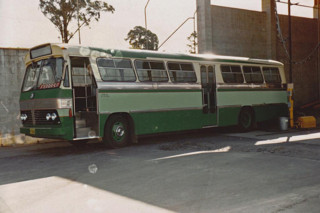 m/o 5884 Bedford VAM70/CCMC (2/73)