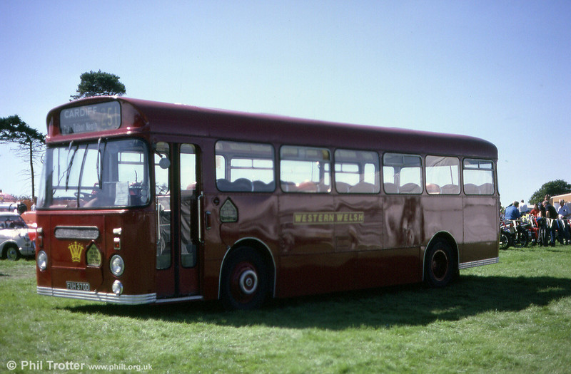 Western Welsh 1370 (FUH 370D), a Leyland Tiger Cub chassis with Park Royal B43F bodywork, built in 1966.