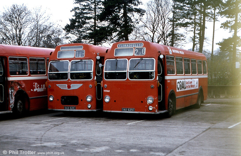 pair of withdrawn former Red & White MWs, awaiting disposal; U1865 (DAX 612C) and sister U2265 (DAX 625C).