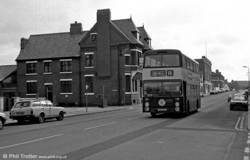 Leyland Fleetline 93 (KFM 193T) heads down City Road.