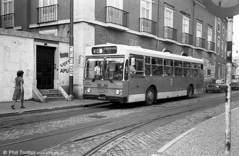Carris 3052 (TN-41-79), an Iveco 470/Caetano B42D+54, one of a batch of 110.