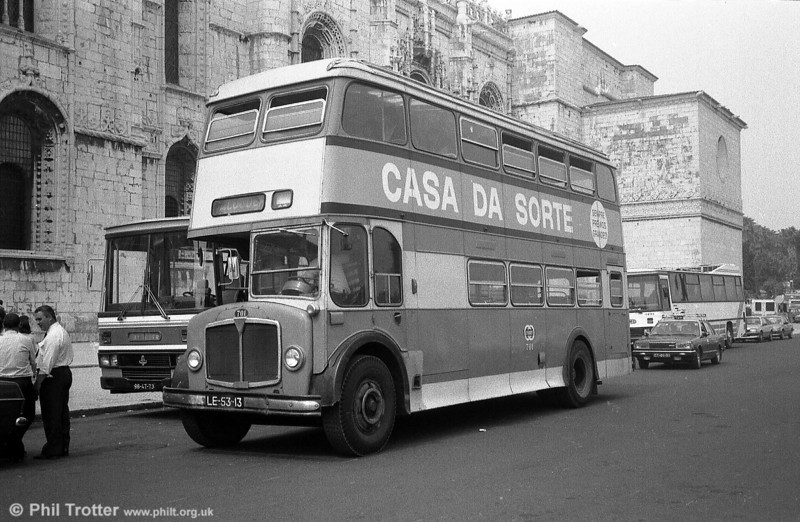 Allocated to the Lisbon private hire fleet was 701 (LE-53-13) AEC Regent V/Carris H40/33F dating from 1965. This was the last U2007 produced.