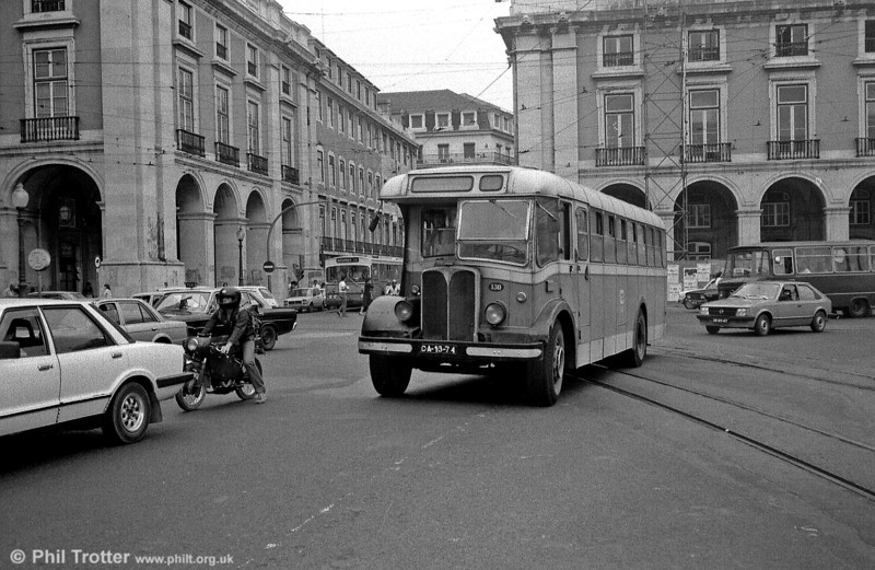 Lisbon 130 (CA-13-74) an AEC Regal III originally Weymann B24FR, rebodied by Weymann as B15FR in 1968.