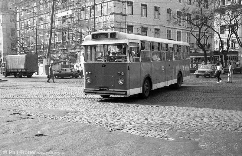 Also seen at Cais do Sodre is Daimler Victory 84 (LB-66-62).