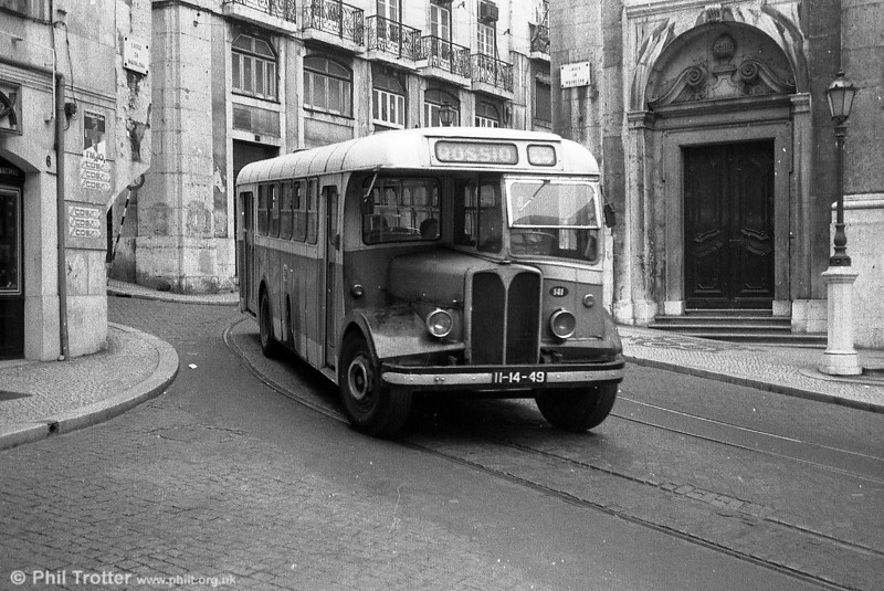 Lisbon 141 (II-14-49), another AEC Regal III, originally Weymann B20FR and rebodied by Weymann in 1969.