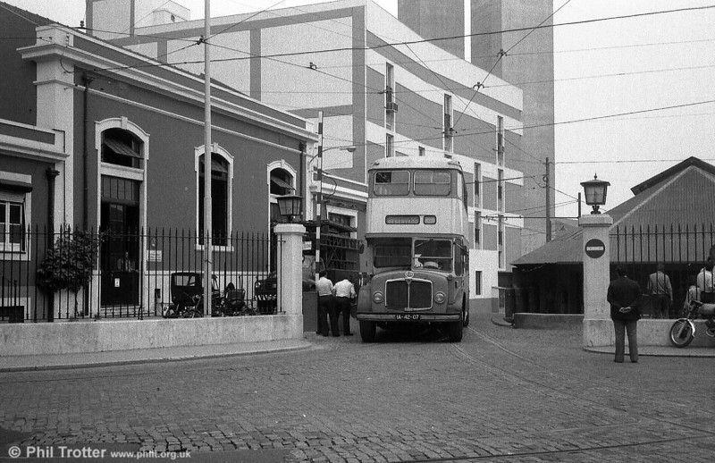 AEC Regent V 431 (IA-42-07), running as training bus V-31 emerges from Santo Amaro depot.