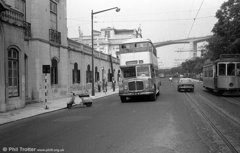 1962 AEC Regent V 428 (IA-37-16) with the River Tagus Bridge as a backdrop.