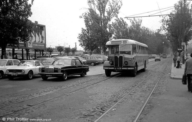 AEC Regal III 126 (IL-14-28) approaches Cais de Sodre. To the left, a train waits to leave for the resort of Estoril.