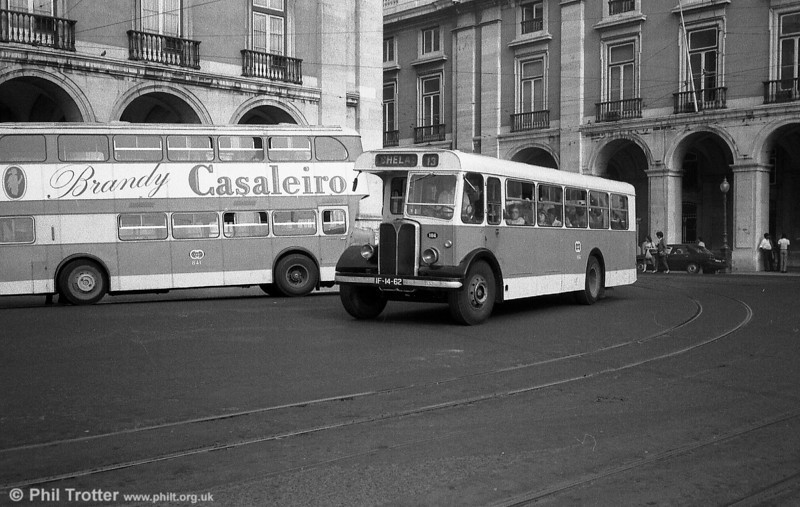 104 (IF-14-62), a 1948 AEC Regal III/UTIC B16D+53. These were rebodied twice during their lifetime, the style here dating from 1972.