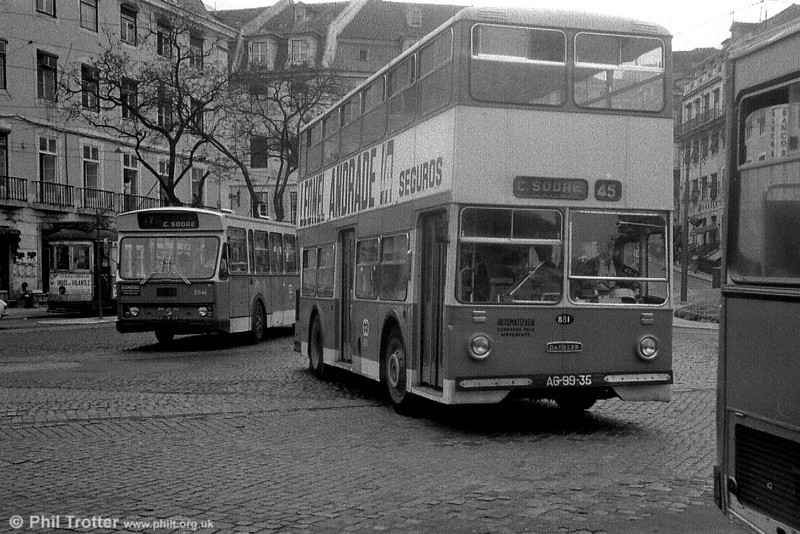 Carris 851 (AG-99-35), a more modern Daimler Fleetline CRG6/Carris H42/30D+14, the first of a small batch of 5 delivered in 1971-72.