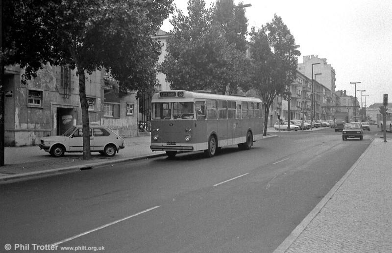 Daimler (Guy) Victory/UTIC B27T+35 75 (HL-32-19).