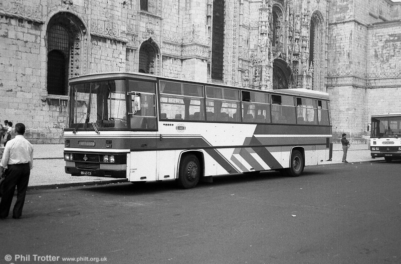 Carris ran this Caetano Alpha C38D bodied coach SS-47-73 on private hire work. It was one of the 15 Magirus Deutz/Caetano coaches which were used on the airport service before being sold to RN in 1989.