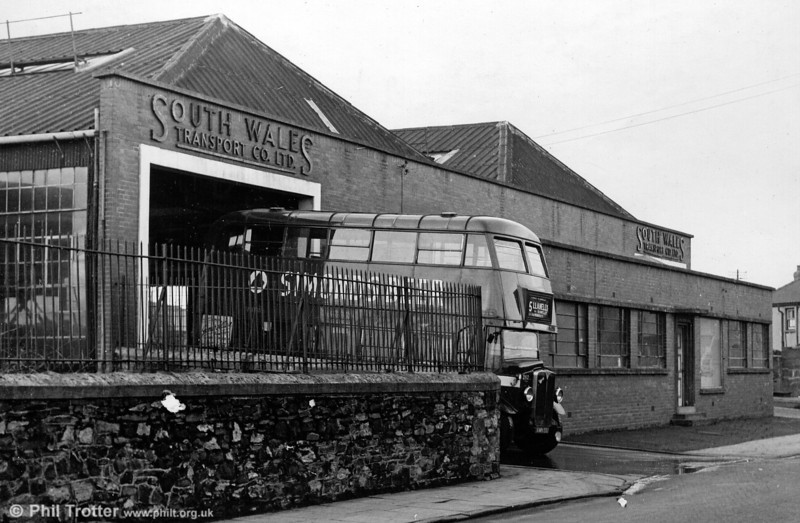 262 (AWN 561), an AEC Regent/Weymann H30/26R at Copperworks Road, Llanelli.