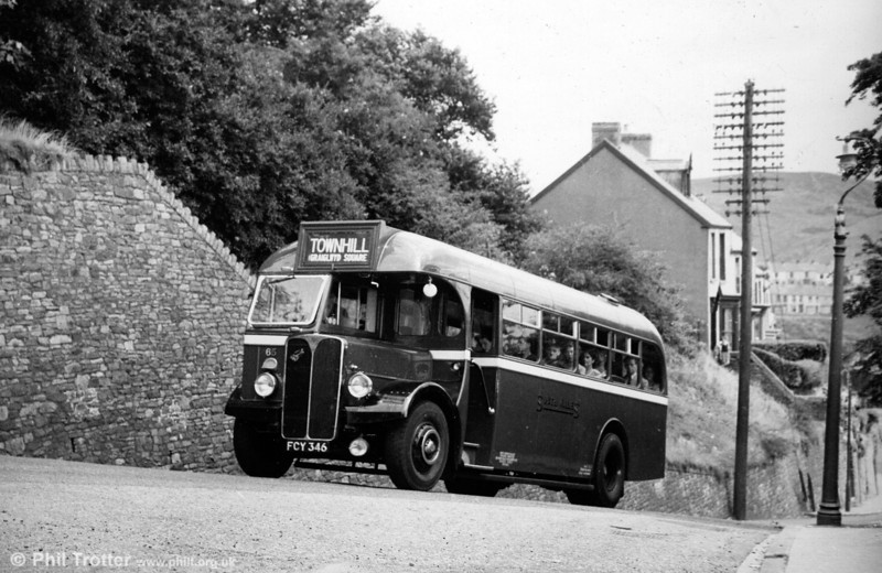 65 (FCY 346), a 1949 AEC Regal III with Willowbrook B34F on the steep climb to Townhill, for which the type was specified.