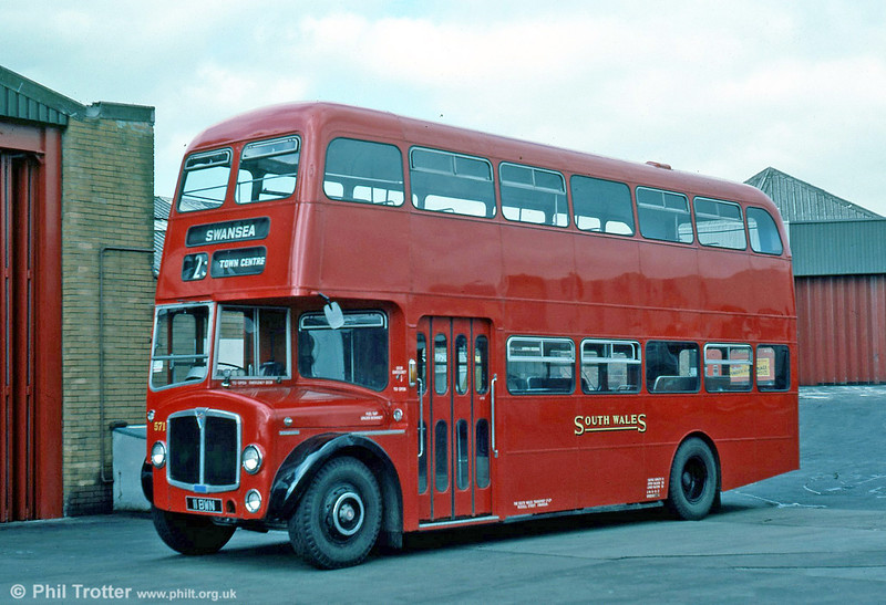 Seen immediately after restoration to its original livery is 1962-built AEC Regent V/Willowbrook H39/32F 571 (11 BWN).