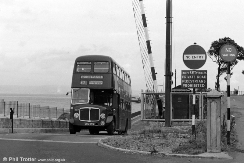 537 (VWN 953), a 1960 AEC Regent V/Willowbrook H39/32F negotiates the bus-operated gate at Knab Rock, Mumbles.