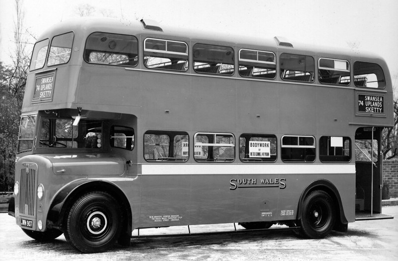 Another of the 'tin front' AEC Regent IIIs, this is 431 (JWN 907), later 1180, with Weymann L30/26R.