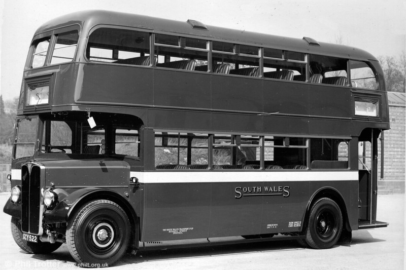 Seen when new is 339 (GCY 522), a 1950 AEC Regent III/Weymann L27/26R which later became no. 1122.