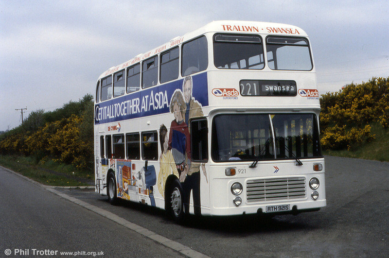 Bristol VRT SL3/ECW H43/31F 921 (RTH 921S) shows off its newly applied Asda livery.