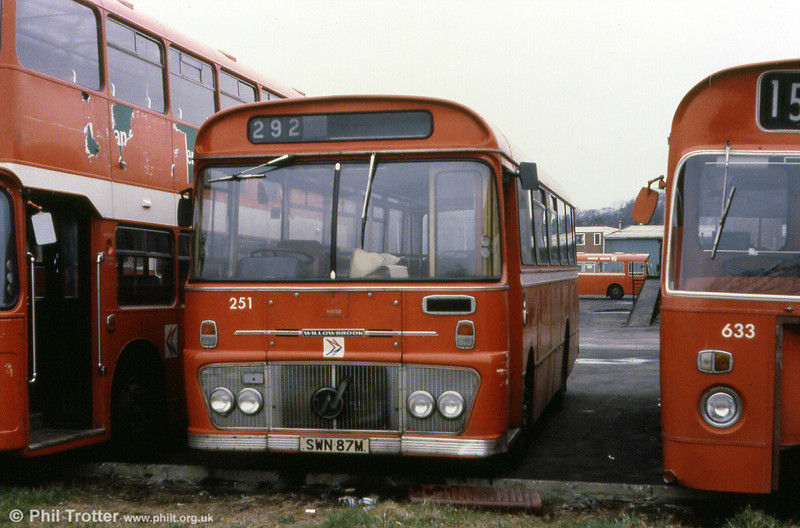 Ford R1014/Willowbrook B45F 251 (SWN 87M).