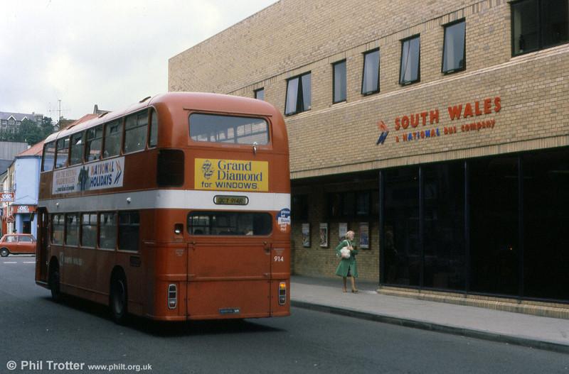 A rear view of Bristol VRT SL3/ECW H43/31F 914 (OCY 914R).