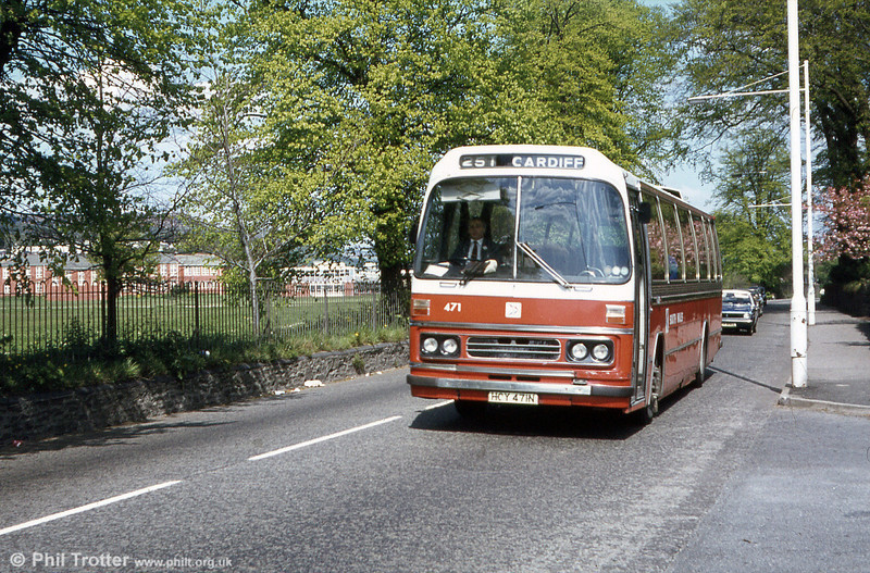 1975 AEC Reliance/Duple DP51F 471 (HCY 471N) - later 163 - at Neath on service 251 to Cardiff. This batch of Reliances was later painted in allover white National Express livery and renumbered 159-163.