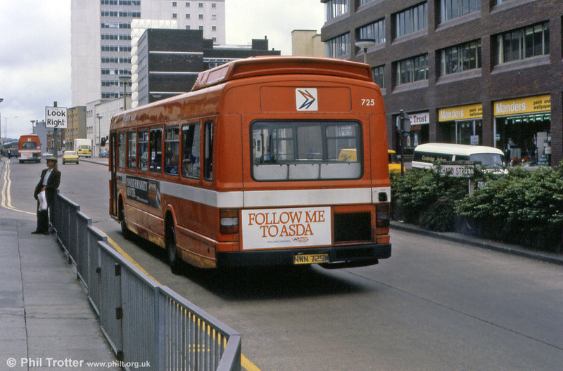 A rear view of Leyland National B52F 725 (NWN 725M).