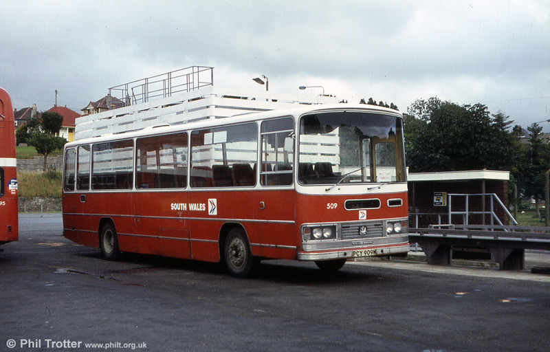 509 (PCY 909M) was a 1973 Bedford YRT/Willowbrook DP51F.