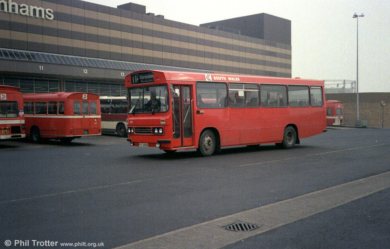 1981 Bedford YMQ/Duple B43F 290 (FCY 290W) shortly after entry into service.