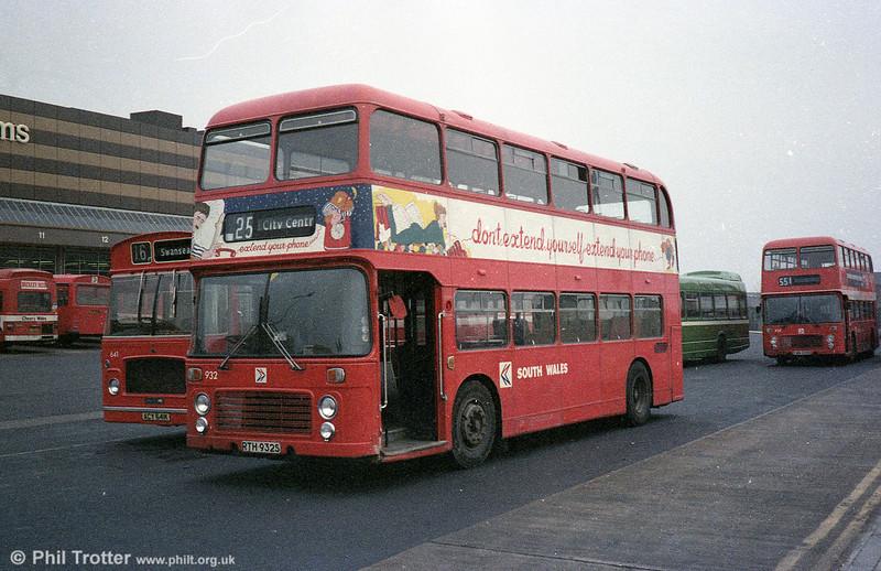 Bristol VRT SL3/ECW CO43/31F 932 (RTH 932S) with its wrap-around BT advert.