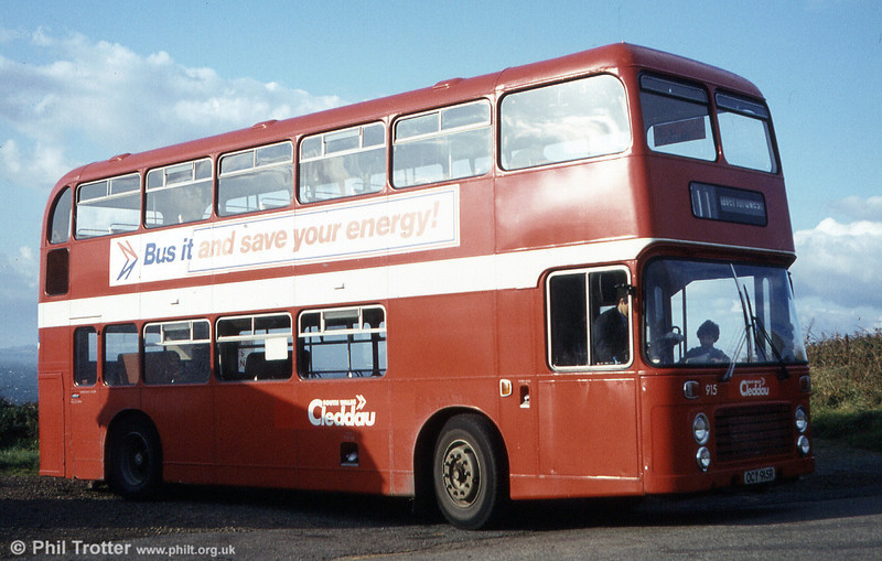 Bristol VRT SL3/ECW H43/31F 915 (OCY 915R) carrying Haverfordwest area Cleddau fleetnames.