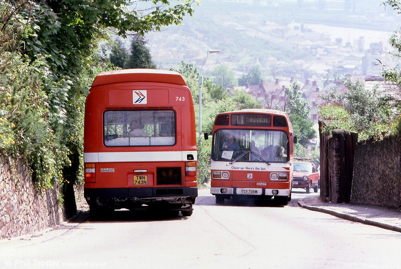 Leyland National B52Fs 743 (TWN 743N) and 735 (TCY 735M) pass on Townhill.