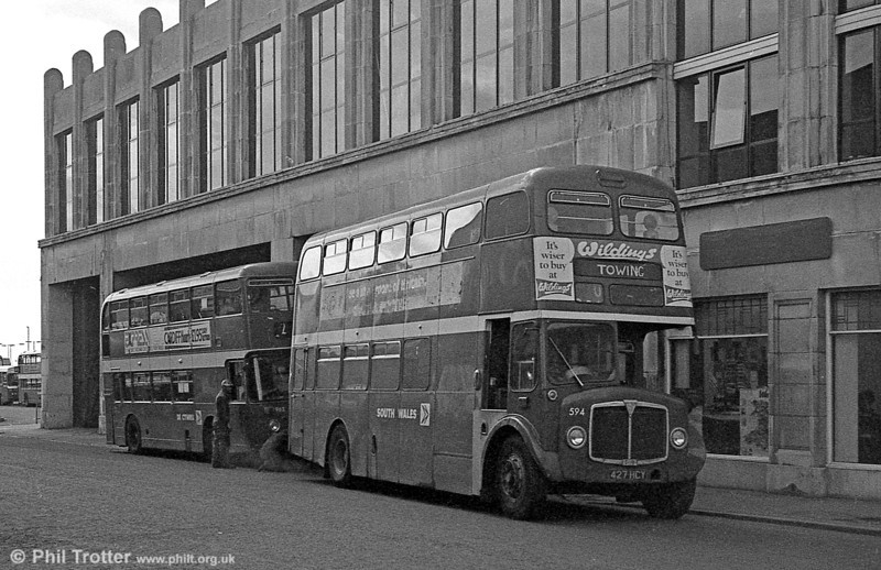 1964 AEC Regent V/Weymann H39/32F 594 (427 HCY) in use as a towing vehicle at Singleton Street.
