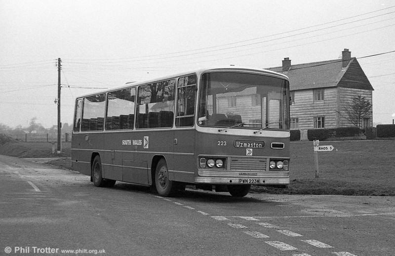 Bedford YRQ/Willowbrook DP45F 223 (PWN 223M) at the village green in Uzmaston, Haverfordwest.