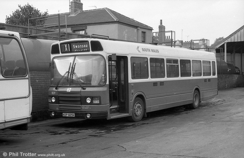 Leyland National 2/B52F 829 (KEP 829X) in DP livery at Brunswick St.