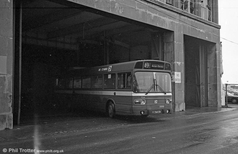 704 (LWN 704L), a Leyland National B52F seen at Singleton St.