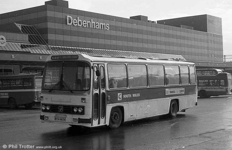 483 (BTH 483V), a Leyland Leopard/Willowbrook DP51F.