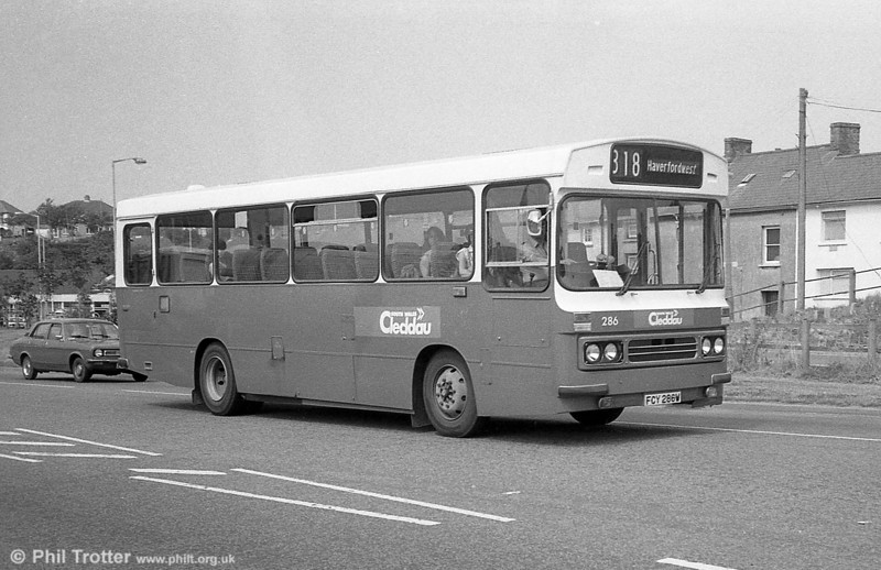 286 (FCY 286W), a 1981 Bedford YMQ/Duple DP45F at Haverfordwest.<br /> From September 1st 1980 Haverfordwest local services were given the local identity name of 'Cleddau'.
