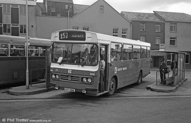 281 (FCY 281W), a 1981 Bedford YMQ/Duple DP45F at Carmarthen.